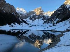 Morgenstimmung am Seealpsee. Aufgenommen während eine Skitour auf den Säntis. (Bild: Dirk Schmitz)