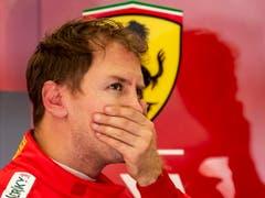 Sebastian Vettel fährt am ersten Trainingstag in Bahrain Bestzeit (Bild: KEYSTONE/EPA/SRDJAN SUKI)