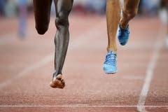 2. Preis Sport: Der Kenianer Conseslus Kipruto verliert bei Weltklasse Zürich seinen Schuh, läuft das Rennen über 3000 Meter Steeple zu Ende und gewinnt. (Bild: Fabrice Coffrini / AFP)