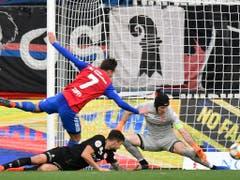 Luca Zuffi erzielt das 3:0 (Bild: KEYSTONE/WALTER BIERI)