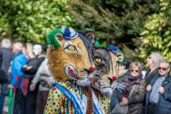 Mit dabei beim Fasnachts-Umzug durch Horw sind auch zwei Exemplare des «Lozärner Leu» (Einzelmaske). (Bild: Pius Amrein, Horw, 3. März 2019)