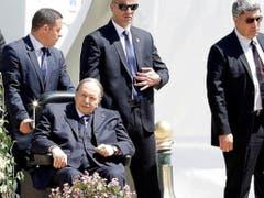 Der algerische Staatschef tritt erneut bei den Präsidentschaftswahlen im April an. Allerdings strebt er keine volle Amtszeit mehr an. (Bild: Reuters)