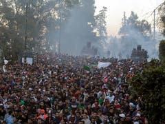 Am Freitag kam es in der Hauptstadt Algier zu Zusammenstossen zwischen der Polizei und Demonstranten. (Bild: KEYSTONE/AP/TOUFIK DOUDOU)