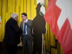 Parteipräsident Albert Rösti (rechts) und alt Bundesrat Christoph Blocher, aufgenommen an der Delegiertenversammlung der SVP Schweiz vom Samstag in Amriswil. (Bild: KEYSTONE/GIAN EHRENZELLER)