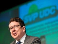 Die SVP sei die einzige Partei, die sich gegen das Rahmenabkommen mit der EU ausspreche, sagte Parteipräsident Albert Rösti an der Delegiertenversammlung der SVP Schweiz in Amriswil TG. (Bild: KEYSTONE/GIAN EHRENZELLER)