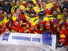 «Champions»! Der HC Sierre ist Schweizer Meister in der MSL. Die Finalserie gegen Valais Chablais entschied der Klubs mit 3:2 Siegen für sich. Das letzte Spiel gewann Sierre 4:3 nach Penaltyschiessen (Bild: KEYSTONE/SALVATORE DI NOLFI)