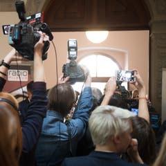 Grosses Medienaufgebot im Luzerner Regierungsgebäude. (Bild: Boris Bürgisser)