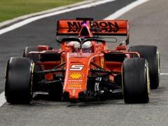 Sebastian Vettel gehört auch im zweiten Saisonrennen zu den Geschlagenen. Der Ferrari-Pilot verliert nach einem Dreher im Zweikampf mit Hamilton auch noch den Frontflügel. Am Ende bleibt ihm nur der 5. Rang (Bild: KEYSTONE/AP AFP POOL/ANDREJ ISAKOVIC)