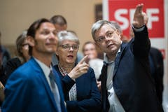 Ein SVP-Trio (von links): Kantonsrats-Kandidat Oliver Imfeld aus Horw, die kantonale Parteipräsidentin Angela Lüthold-Sidler und Nationalrat Franz Grüter. (Bild: Philipp Schmidli)
