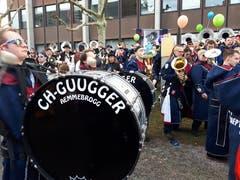 Leser Heinrich Inderbitzin schickt uns dieses Bild der CH-Guugger am Emmer Umzug vom 3. März 2019.