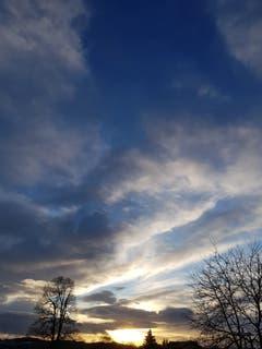 Sonnenuntergang mit wilden Wolken bei Gossau. (Bild: Reto Schlegel)