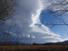 Der Sturm fegt die Wolken gegen Osten ab. (Bild: Toni Weder)