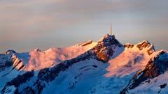 Der König des Alpsteins in den ersten Sonnenstrahlen eines ruhigen Sonntagmorgens. (Bild: Remo Schläpfer)