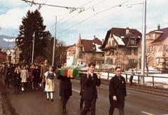 Kinder beim Marsch nach Luzern. (Bild: Fotograf unbekannt* / Archiv Jürg Studer)
