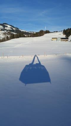 """Das """"Handtaschenbild"""", das in Wirklichkeit der Schatten der Seilbahn Hoher Kasten ist. (Bild: Susanna Stein)"""