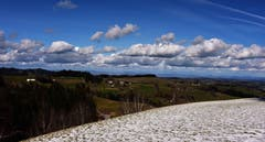 Wenn im Dorf Luthern die Tannenschleipfete im Gang ist, ist es so wunderschön im Napfgebiet. (Bild: Ledi Herzog, Luthertal, 7. März 2019)
