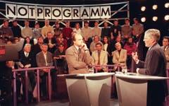 Von 1993 bis 1999: Der damalige Arena Moderator Filippo Leutenegger (links) im Januar 1997 im Gespräch mit Alt-Bundesrat Kaspar Villiger (rechts). Das Thema war «Armut in der Schweiz». (Archivbild: Keystone/Michele Limina)