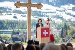 Am Staatsakt zur nationalen Gedenkfeier «600 Jahre Niklaus von Flüe» auf dem Landenberg in Sarnen. Unter den offiziellen Gästen war unter anderem auch Bundespräsidentin Doris Leuthard. (Bild Pius Amrein, 30. April 2017)