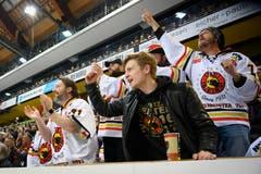 Gute Stimmung bei den Fans in der PostFinance Arena in Bern. (Bild: KEYSTONE/Melanie Duchene)