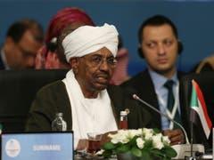 Al-Baschir war 30 Jahre lang an der Macht. Hier sieht man Omar al-Bashir bei einer Konferenz in Istanbul. (Bild: Presidential Press Service/Pool via AP, File)