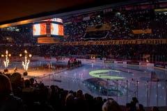 11.04.2019; Bern; Eishockey National League Playoff Final - SC Bern - EV Zug; Die Mannschaften kommen ins Stadion (Urs Lindt/freshfocus)