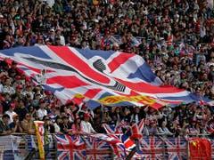 Die Fans von Lewis Hamilton erlebten in Schanghai den 75. Grand-Prix-Sieg ihres Idols mit (Bild: KEYSTONE/AP/ANDY WONG)
