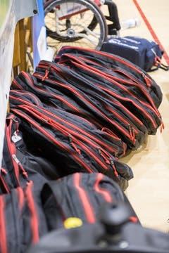 Ein Stapel voller Taschen für die Räder der Rollstühle. (Bild: Roger Grütter, Nottwil, 13. April 2019)
