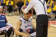 Louka Real von den Pilatus Dragons erhält die Silbermedaille. (Bild: Roger Grütter, Nottwil, 13. April 2019)