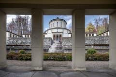 Vorgelagert ist ein weitläufiger, terrassierter Urnenfriedhof samt Hallenanlage. (Bild: Pius Amrein, Luzern, 15. April 2019)