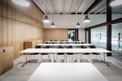 Workshop - und Seminarraum in der Sportarena mit Blick auf die Schwimmhalle. (Bild: PD)