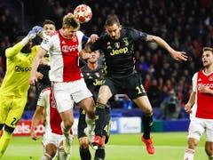 Leonardo Bonucci (hier im Heinspiel gegen Ajax) war einer der Spieler, die im entscheidenden Moment nicht in Form waren (Bild: KEYSTONE/EPA ANP/ROBIN VAN LONKHUIJSEN)