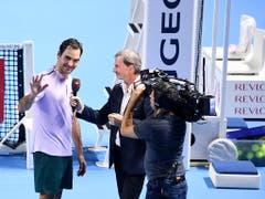 Als SRF-Tennisexperte hat Heinz Günthardt die Schweizer Ikone Roger Federer schon x-mal interviewt (Bild: KEYSTONE/PPR/KURT SCHORRER)