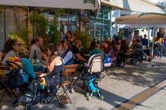 Strassencafés in Tel Aviv.