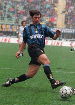 1996: Sforza wechselt von Inter Mailand zurück zum FC Kaiserslautern. Bild: Carlo Fumagalli/Keystone