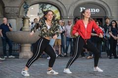 Auch diese beiden jungen Frauen gehören zur Tanzgruppe «Dance & Fun Neuenkirch/Rain». (Bild: Pius Amrein, Luzern, 20. April 2019)