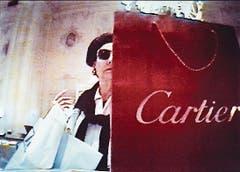 Fotografie aus der Serie «Shopping» von Merry Alpern.