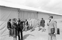 Stadtpräsident Fridolin Luchsinger und Luga-Gründer Alfred N. Becker beim Besichtigungstermin im Jahr 1980. (Bild: Emanuel Ammon/Aura)