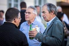 Vor dem TZ-Podium: Apéro mit Bier und Bratwurst vor dem Rathaus in Weinfelden. (Bild: Reto Martin)