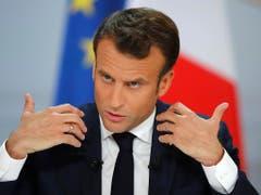 Der französische Präsident Emmanuel Macron kündigt eine Steuersenkung an. «Diejenigen, die arbeiten» sollten dadurch eine Erleichterung erhalten. (Bild: KEYSTONE/AP/MICHEL EULER)