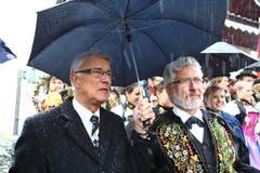 Am Festanlass zum gleichen Jubiläum: Sepp Barmettler (rechts) mit alt Regierungs- und Ständerat Paul Niederberger. (Bild: André A. Niederberger, 28. Oktober 2012)