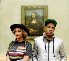 Selfie-Hype vor «Mona Lisa» im Pariser Museum Louvre. Auch von Prominenten wie Beyoncé und Jay Z. (Bild: Bilder: Instagram, Alamy)