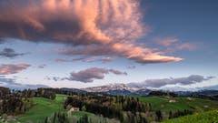 Sonne-Wolken-Mix über dem Säntis. Vom Höhenweg Herisau aus. (Bild: Luciano Pau)