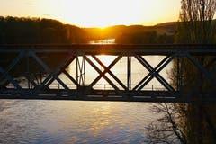 Eisenbahnbrücke über den Rhein zwischen Etzwilen und Hemishofen. (Bild: Christian Müller)