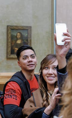 Selfie-Hype vor «Mona Lisa» im Pariser Museum Louvre. (Bild: Bilder: Instagram, Alamy)