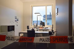 Für die Öffentlichkeit Sperrzone, für die Polizisten das neue Büro: So präsentieren sich die Räume in der Polizeistation. Bilder: Nicola Ryser