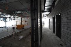 Das künftige Migros-Restaurant (links) und die Kundentoiletten (rechts).