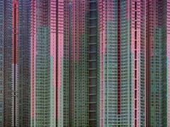 Michael Wolfs Fotografie zeigt ein Gebäude in Hongkong. (Bild: KEYSTONE/AP Blue Lotus Gallery)