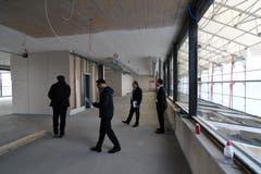Das Fitness-Center im 2. Obergeschoss mit der Kinderbetreuung. Rechts sind die Oberlichter der Rolltreppe.