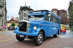 Ein Saurer-Bus, ab 1933 in Diensten der Verkehrsbetriebe Zürich, kurvt durch Arbon. (Bild: Max Eichenberger)