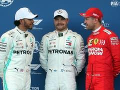 Die ersten drei in Baku (v.l.): Lewis Hamilton (2.), Sieger Valtteri Bottas, Sebastian Vettel (3.) (Bild: KEYSTONE/EPA/ZURAB KURTSIKIDZE)